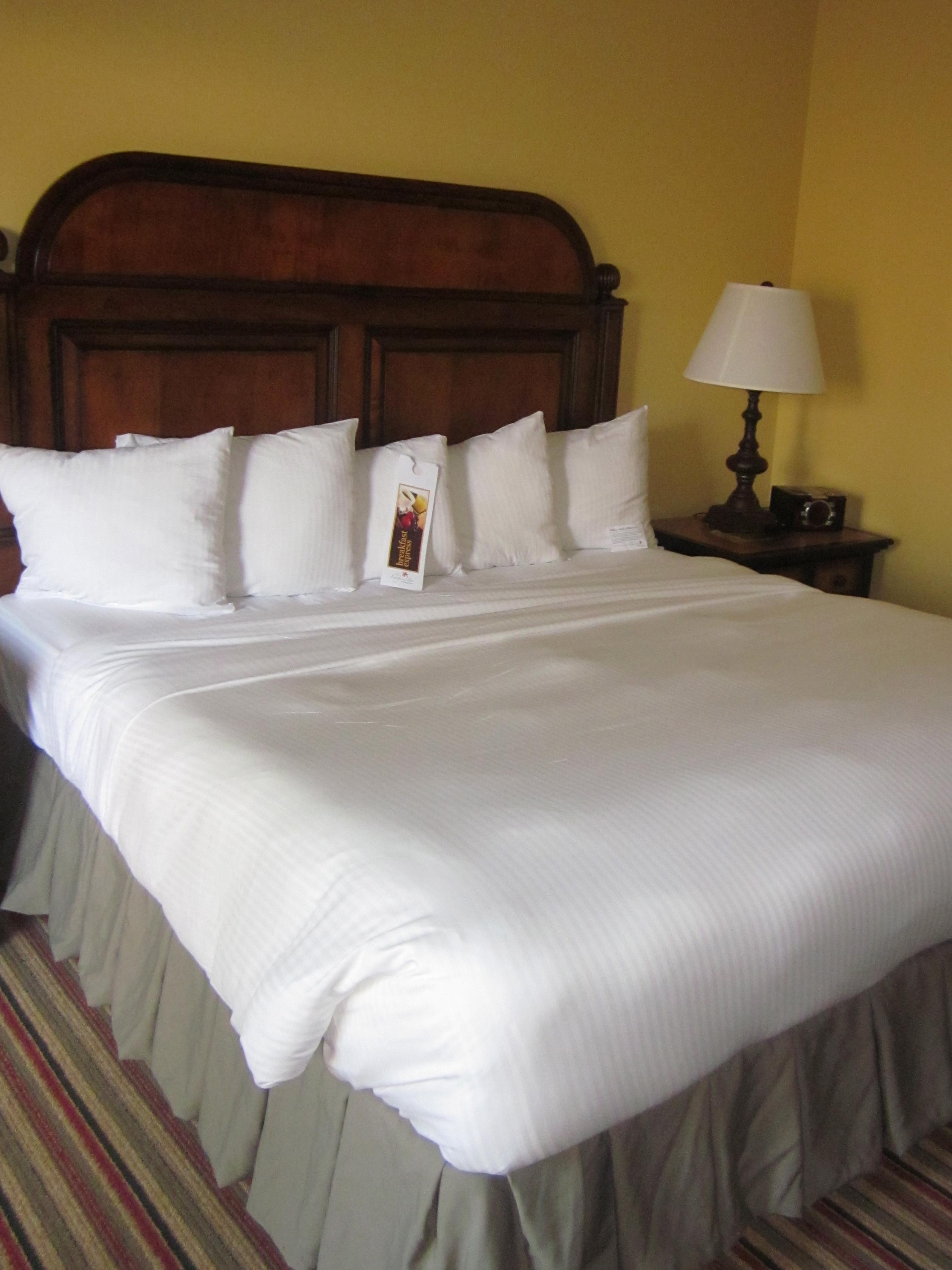 king bed at Callaway Garden Lodge