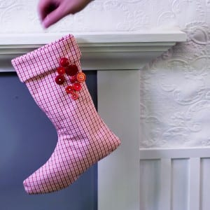 cheap homemade Christmas decorations- homemade felt stockings