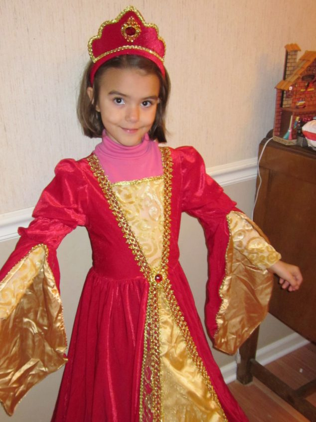 play dress up- a great way for kids to be freed to use their imagination