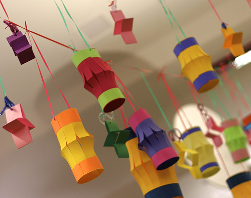 cheap homemade Christmas decorations- paper lanterns