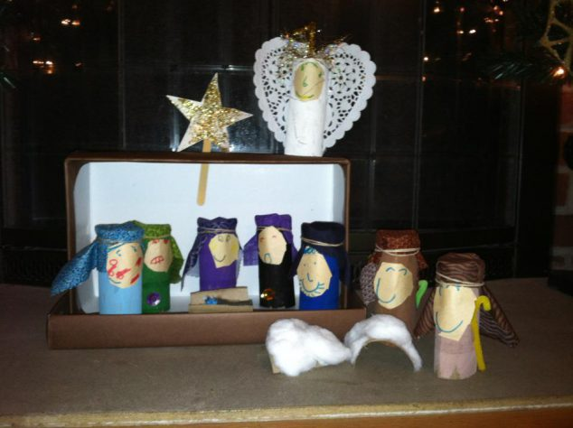 8 cheap homemade Christmas decorations- homemade nativity scene