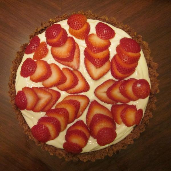 Strawberry Greek Yogurt Pie / Family Focus Blog