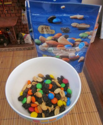 Gold Emblem Trail Mix- football party snack