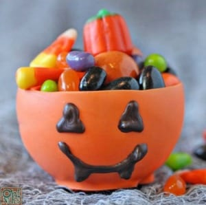 Chocolate-Pumpkin-Cups-Can-you-believe-these-adorable-little-cups-are-entirely-edible