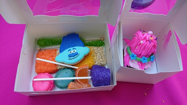 trolls party favors