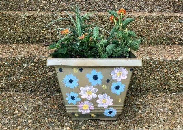 painting flower pots idea