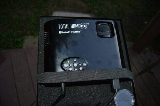 outdoor movie screen projector
