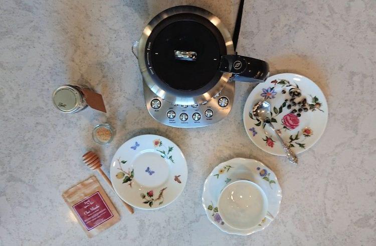 electric tea pot keeps tea warm
