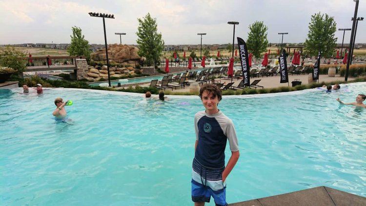 gaylord rockies pool outdoors
